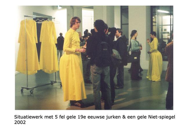 Situatiewerk-gele-jurken-Niet-spiegel-web